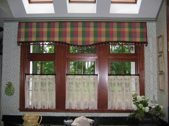 Cafe curtain and valance